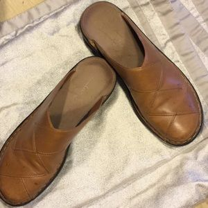 55eeb29b28a Clarks Shoes - Clarks Annie Criss Cross Leather Clogs   Mules 8M